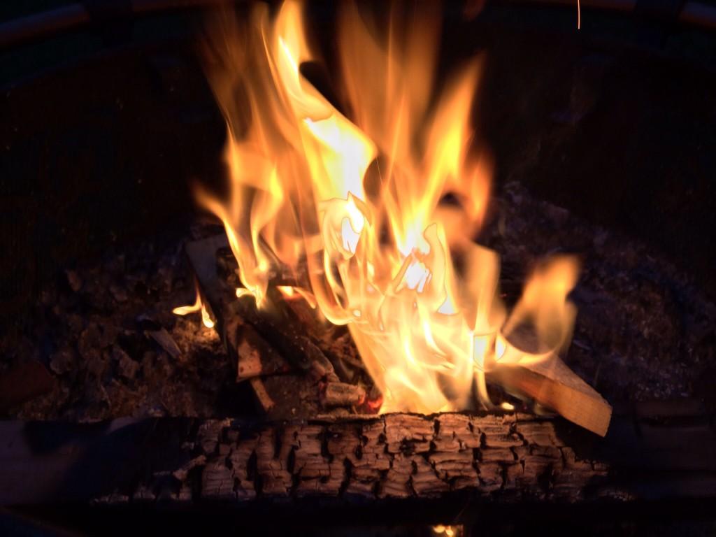 parler d'antivirus près d'un feu